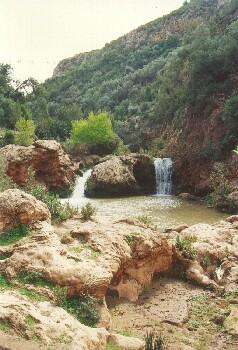 Die kleinen Ouzoud Wasserfälle weiter hinten