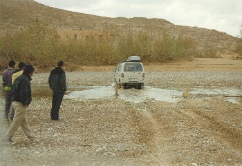 Erste Wasserdurchfahrt bei Beni Tajjite