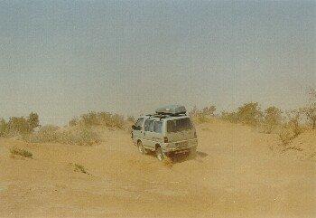 Für den Syncro hölliche Strecke von M'hamid nach Foum Zguid im Sandsturm